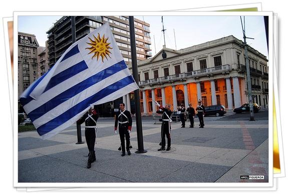 Recogida de Bandera en Montevideo