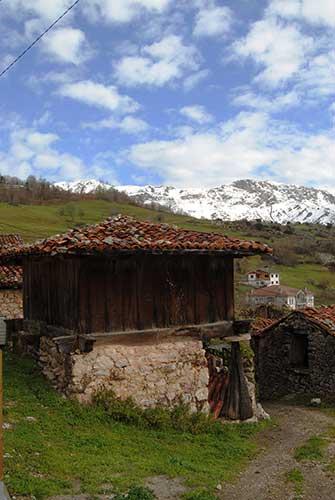 Horreo, una de las imágenes del pueblo donde comienza la ruta