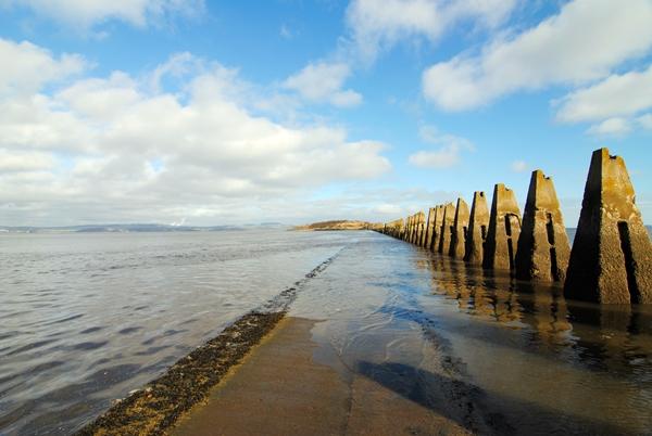 La marea está subiendo y la mitad del camino ya ha desaparecido, así que ¡tenemos que dar la vuelta!