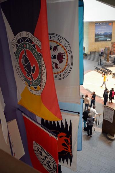 Banderas de tribus vistas desde la cuarta planta
