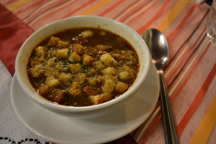 La comida es contundente y muy caliente en invierno