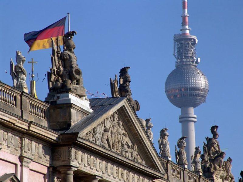 Cómo subir a la torre de televisión de Berlín