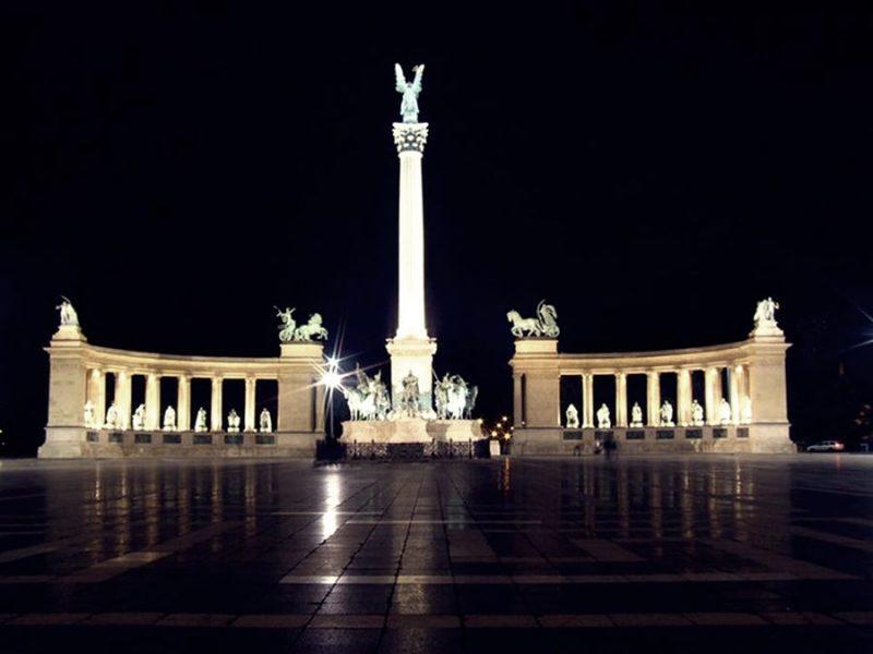 Visitar la Plaza de los Héroes de Budapest