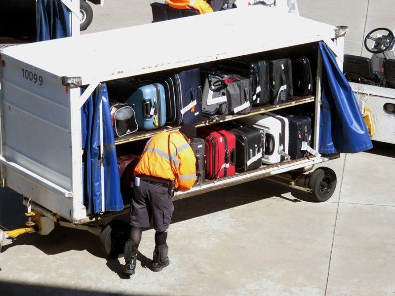 Cobro de maletas en el avión