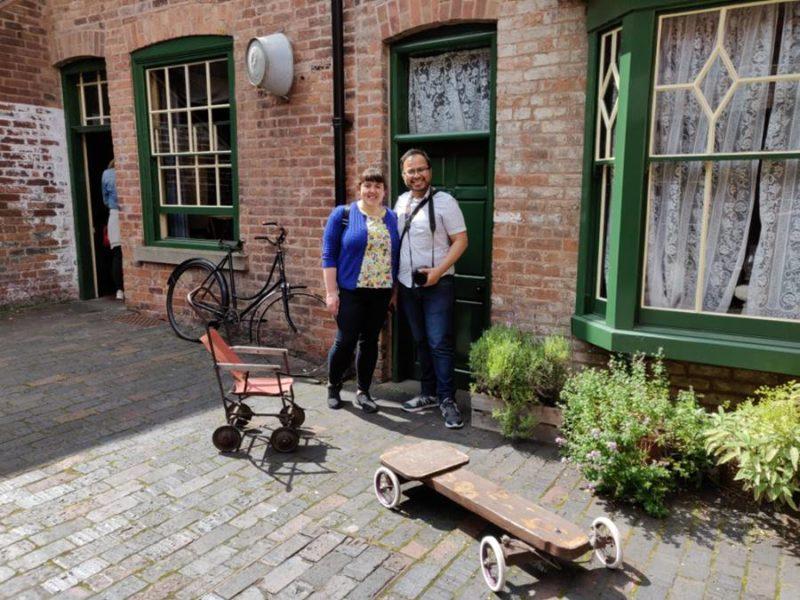 Que ver Birmingham - Nosotros en el patio de la casa