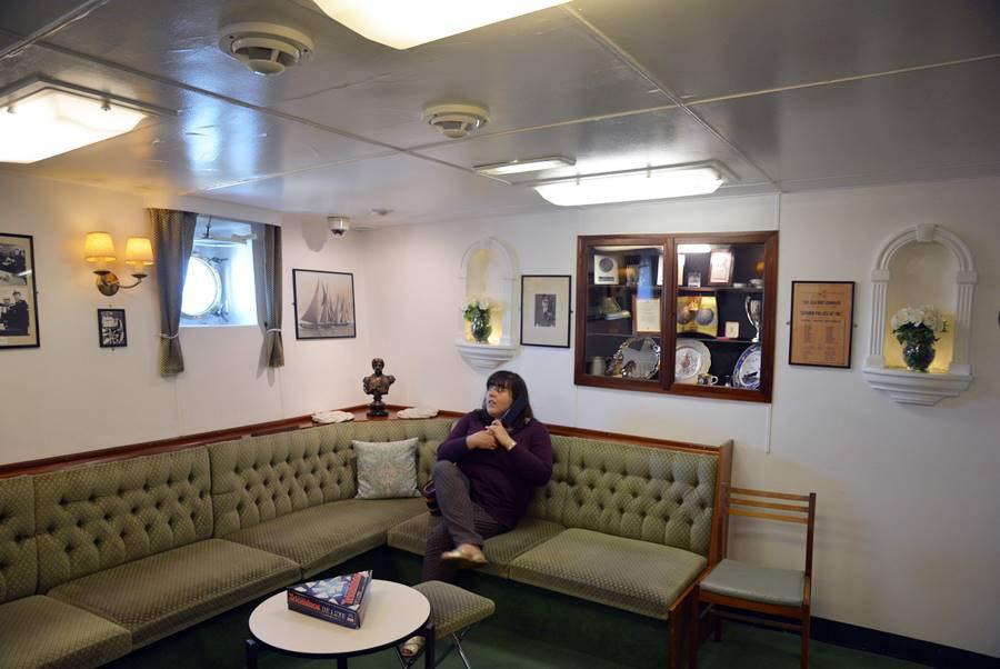 Visitar el Barco Britannia en Edimburgo, disfrutando de la sala