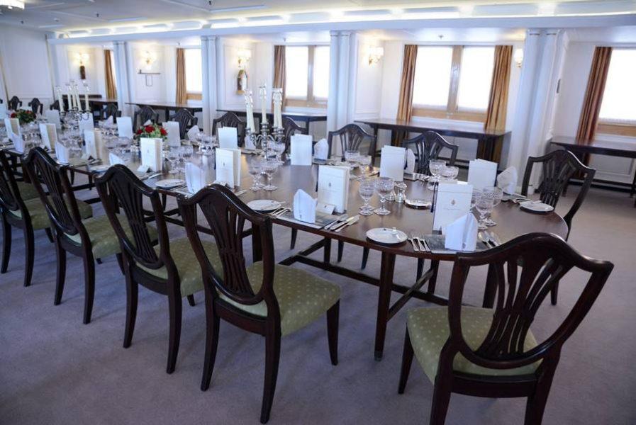 Visitar el Barco Britannia en Edimburgo, salón comedor de celebraciones.