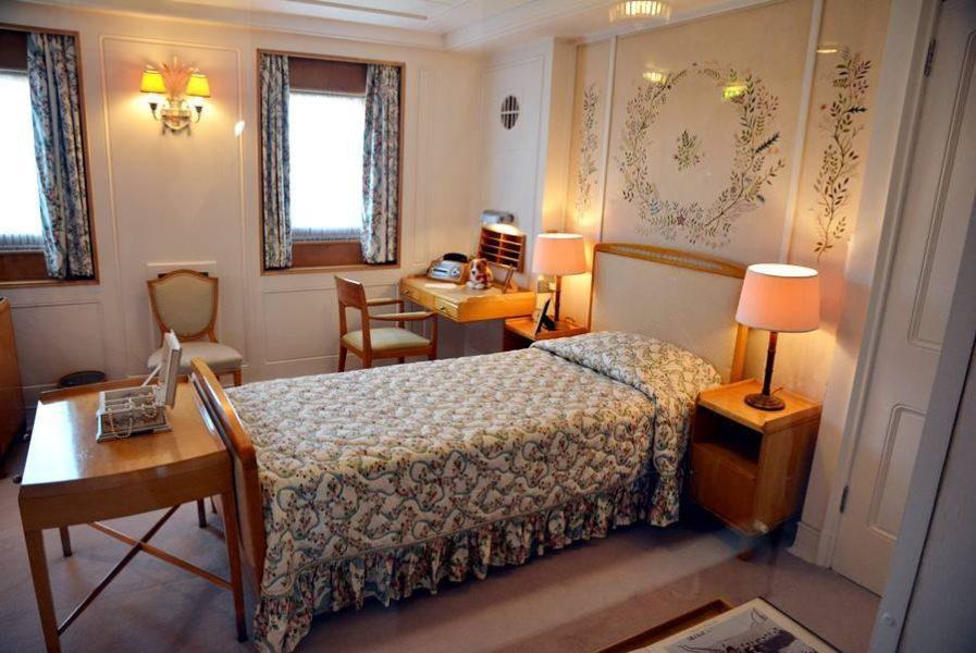 Visitar el Barco Britannia en Edimburgo, habitación de la reina.
