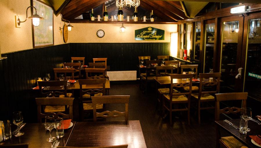 Bar vacío - Tomar un whisky en Edimburgo